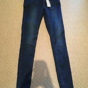 Skinny fit str xs/s længde 32 model Lucy. Fejlkøb - bytter ikke  Jeans Farve: Denim Oprindelig købspris: 260 kr.