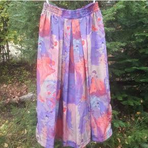 Den smukkeste vintage nederdel 🤩 Farverig, mønstret og eventyrlig.   Str UK 16.  FRI FRAGT!