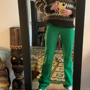 Smukke grønne bukser i blødt stof 💚 Højtaljede bukser 💚 Fra 'Missguided tall', derfor mest henvendt til de høje piger over 175cm 💚 Dejligt stof