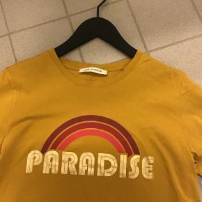 Super fin t-shirt, kun været på og vasket 1 gang😉 100% bomuld