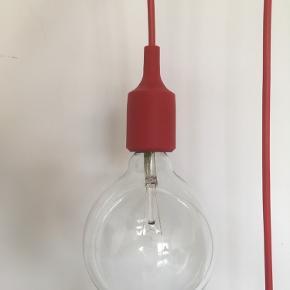 Muuto E27 Rød Pendant Lamp designet af Matthias Ståhlbom Emballagen er åbnet men lampen har aldrig været hængt op eller brugt :-)  Pære medfølger selvfølgelig