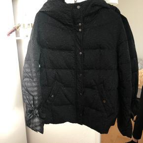 Zara dun-jakke, brugt få gange. Fejler intet