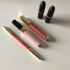 Chanel lipgloss og Estee Lauder lipgloss. Mac farverne hedder Ruby woo og Chatterbox - kan google. Har prøvet læbestiften Chatterbox flere gange- deraf prisen. Angivet pris er for dem alle - sælges samlet, bytter ikke 😊