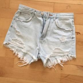 Zara udsolgte High rise denim shorts str 34. Aldrig brugt, da de er for små. Ingen bytte
