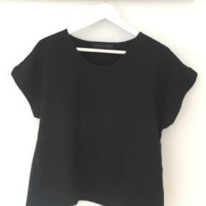Varetype: T-shirt Farve: Sort Prisen angivet er inklusiv forsendelse.  Sød Oversize T-shirt.   Bytter ikke.   Sender med dao.