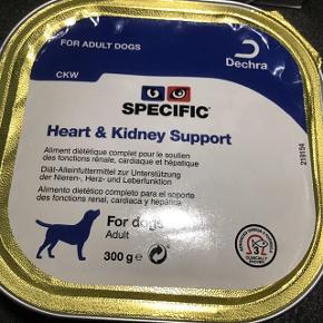Vådfoder x 7 pakker a 300 gr. til  voksen hund med lever , hjerte og nyre problemer, skånekost SENDER IKKE!!!!!!!