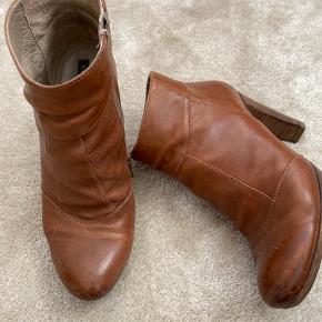 Rå støvler, super gode at gå i.