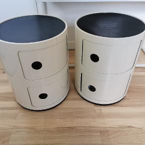 2 stk. Kartell Componibili bord Inkl. LindDNA lædermåtter i sort.   Materiale: ABS plastik Farve: Råhvid Mål: H40 cm. Ø32 cm. Hyldehøjde: Øverest 16,5 cm Nederest 17,5 cm. Vægt 2,3 kg.  Designet af: Anna Castelli Ferrier i 1969.   Brug det som sidebord, natbord eller noget helt 3.  Nypris pr. Bord kr. 770, - + kr. 200,- pr. måtte. Nypris I alt kr. 970 pr. bord - 1.940 for begge.  Sælges samlet for kr. 1.000,-  Afhentes i Skalborg / Aalborg SV