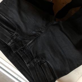 Fede jeans i modellen Calvin Klein jeans skinny spray coated black stretch. Størrelse W29 L32. Brugt en enkelt gang. Nypris var 1000 kr. Bud er velkomne. Skal afhentes på Østerbro eller sendes på købers regning 💥