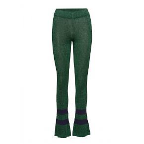Fineste glimmerbukser/leggings fra Baum und Pferdgarten - fitter XS og S 💚 Jeg har desværre aldrig fået dem brugt.