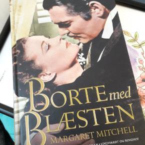"""Bind 1 og 2 af"""" Borte med blæsten """" skrevet af Magaret Mitchell.Helt ny, aldrig læst.   Kan købes separat for 50 stykket. Eller købes samlet for 80  Kan afhentes i Århus C. Sender ikke 🌼"""
