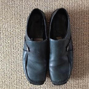 Skønne sko fra Rieker i mørkegrøn læder  Meget behagelige at have på Stadig i flot stand