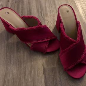 Rigtig fine sko fra Gina Tricot, str. 38.  Mp: 90,- pp Bruger gerne mobilepay.  Se også mine andre annoncer. Har masser af nye lækre varer i shoppen