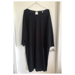 a8c66362 Lækker sort kjole fra Asos i str. 56. Kun brugt én gang :-