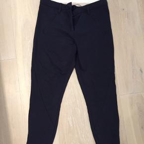 Five unit Angelina ankle bukser i mørkeblå. Str 27/28. Lynlås i buksebenet.