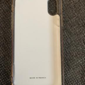 Rigtig fedt cover fra Kenzo til IPhone Xs! Kun haft det et par måneder og sælger da jeg får ny telefon.