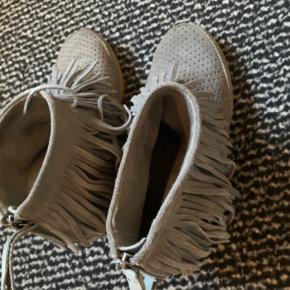Fine støvler fra Shoe the Bear. Str 38 Np 1200  Køber betaler fragt 📦