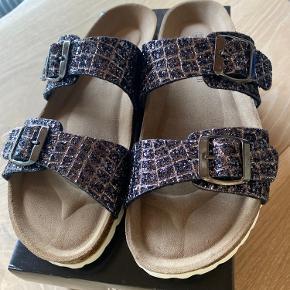 RE:Designed sandaler