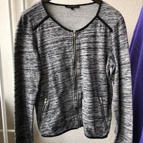 Second Female bluse / sweater  Brugt få gange  Se også mine andre annoncer