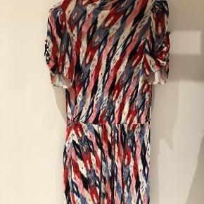 Smuk velour kjole fra Isabel Marant der er brugt en enkelt gang og derfor fremstår helt ny