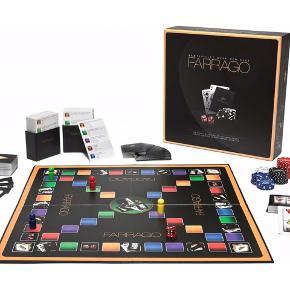 Sjovt spil hvor gambling og quiz er kombineret, kassen er ikke så pæn i hjørnerne, men selve spillet er brugt meget få gange.