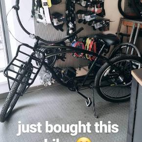 Hej jeg sælger min Christiania City bike med frontlad til div. Jeg købte den sidste sommer for 9.000 MEN må erkende at jeg ikke får den brugt som jeg havde ønsket.  Derfor sælger jeg den nu til 5.000.