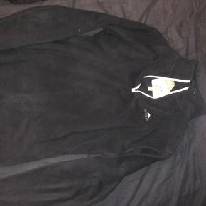 Sælger denne super lækre fleece trøje fra mckinley i str 38 den er brugt 5 gange fejler intet byd gerne
