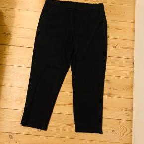 Sælger disse sorte 3/4 bukser fra Zara i str. XL - kun brugt en enkelt gang!