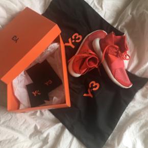 røde sneakers y3 str 36 men fitter 37  bytter også med andre designer sko