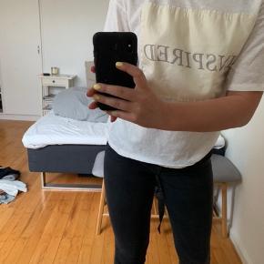 Mango t-shirt. Brugt maks 3 gange. BYD:)    Zara, Ganni, H&M, Nike, & otherstories, Zadig og Voltaire, Balenciaga, Mango