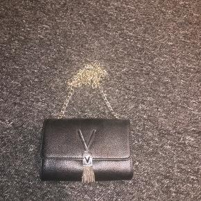 Valentino anden accessory
