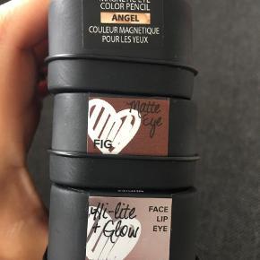 Brand: Nudestix Varetype: Makeup Størrelse: Alm Farve: Ukendt Oprindelig købspris: 230 kr.  Se billeder på farverkoder Aldrig brugt  3 forskellige æsker 230 pr stk er nypris