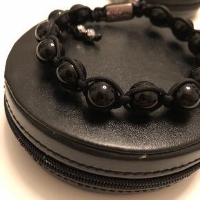Nirbana armbånd der minder om Nialaya smykkerne.  Du er velkommen til at byde på det.