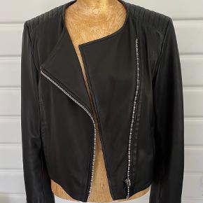 Virkelig fed læder jakke i meget pæn stand.