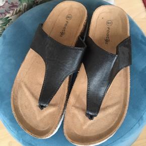 Str 36/37 aldrig brug. Lækker sandal til en god pris😎