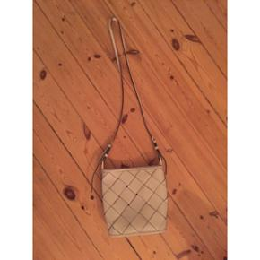 Offwhite lædertaske fra Zara. Bytter ikke...