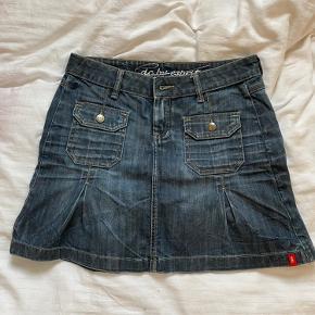 Sælger denne mega y2k nederdel som er mega fin ✨  Ignorer: y2k, vintage, 2000s, 00s, retro, preppy