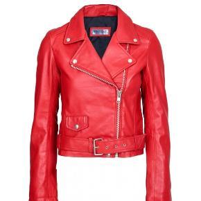 🧡 Overvejer at sælge min Meotine læderjakke i rød  🌞 Skriv endelig hvis interreseret
