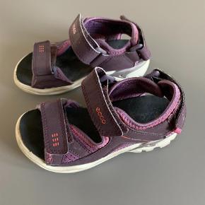 ec359cdea98 Varetype: Sandaler Farve: Lilla Oprindelig købspris: 550 kr. Ecco Biom  sandaler.