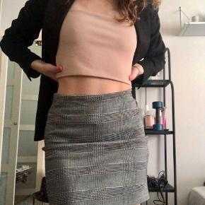 Sælger denne søde nederdel fra H&m i str xs som er brugt 1-2 gange. Np var 99kr sælges billigt 💕
