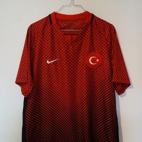 Tyrkiets landsholdstrøje fra 16/17 sæsonen.