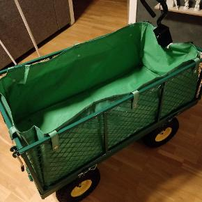 Trækvogn brugt en gang til en polterabend, stoffet trænger bare til en våd klud. Køre ganske fint og kan trække over 300 kg.
