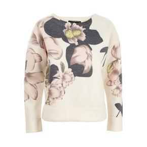 Varetype: Bluse Farve: Creme  by-malene-birger-synna-printed-satinjersey SYNNA - Sweatshirts Farve: cream