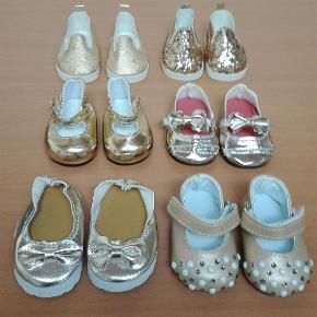 7d7a9bee2f6 Brand: Guld sko Varetype: Nye dukkesko Størrelse: ca 7 cm Farve: Guld