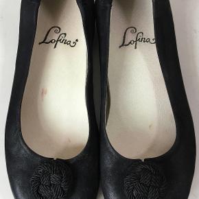 Superfine flade sko :-)  Den indvendige længde er 24,5 cm, det bredeste sted er 8,5 cm  Bud fra kr 350 plus porto  Kan afhentes København, Østerbro  Bytter ikke.