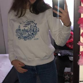 Overvejer at sælge denne fine sweatshirt fra Wood Wood, jeg forbeholder mig retten til ikke at sælge hvis rette bud ikke kommer 😊