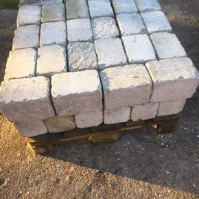 sten 20,5 x13,5 , skal hentes i ulsted 5kr pr stk , har mange ..