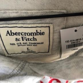 Sælger en mega fed Abercrombie hoodie, som jeg aldrig får brugt, da den er lidt for stor til mig. Den er en blanding af grå og hvis, og er splint og ny.