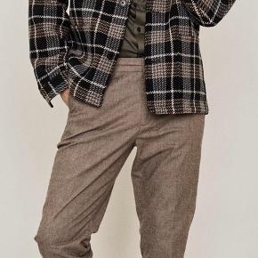 Super fin ternet jakke fra Mos Mosh - model Nelson. Ny og stadig med mærke. Nypris 1999kr Bud modtages fra 750kr Bytter ikke