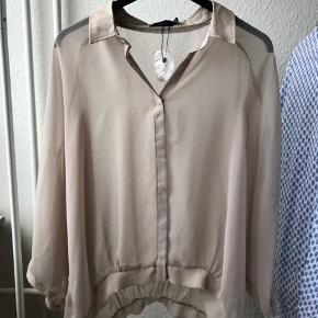 Minus bluse/ skjorte i sand  Aldrig brugt - stadig med prismærke på  Se også mine andre annoncer 😊